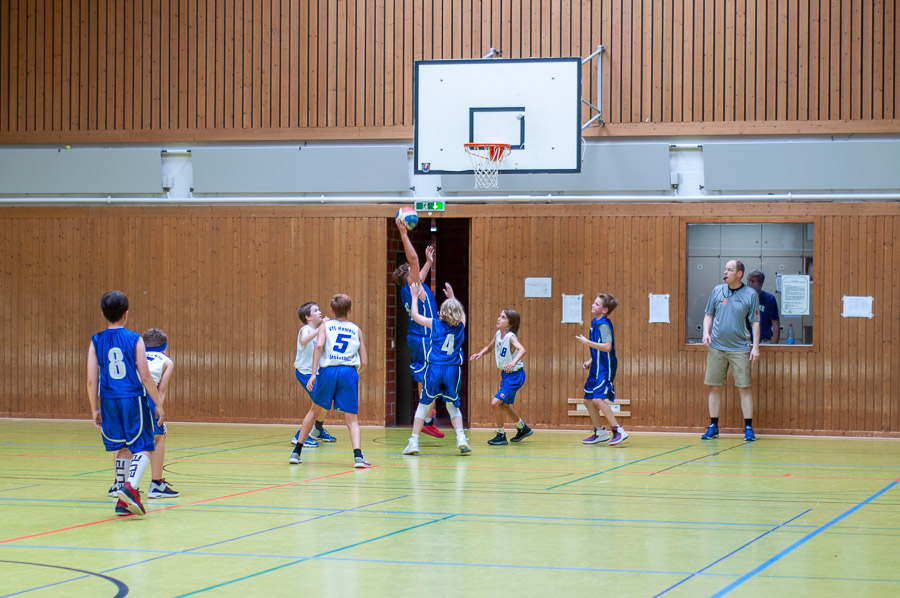 Basketballspiel in der Halle